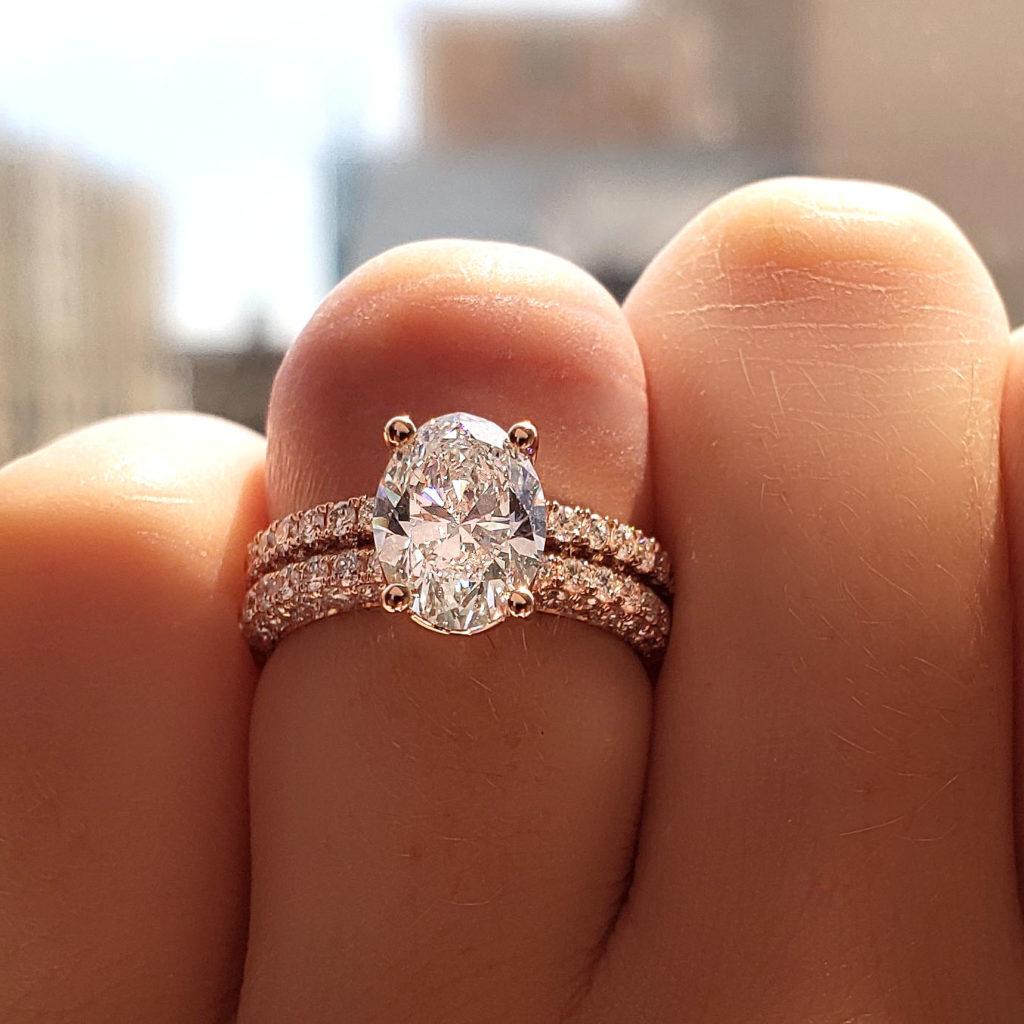 Oval Shape Diamond Ring and Matching Band Set