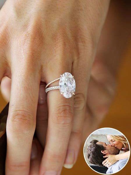 Blake Livelys 12 carat pink oval diamond engagement ring