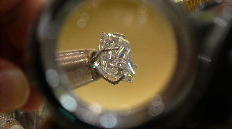 Grading Diamond for Clarity